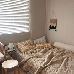 home decor decoration Aesthetic Room Decor, Room Ideas Bedroom, Room Design, Minimalist Room, House Rooms, Home Decor, Room Inspiration, Room Decor, Small Bedroom