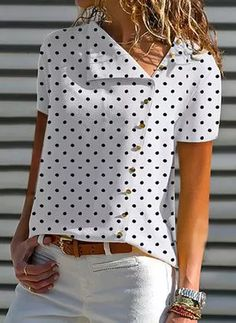 V Neck Single Breasted Dot Blouses - Blouse designs Shirt Bluse, Elegantes Outfit, Blouse Online, Mode Outfits, Mode Inspiration, Short Sleeve Blouse, Latest Fashion Trends, Blouse Designs, Blouses For Women