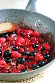 Cucinando e assaggiando...: Crostata meringata alle ciliegie e frutti di bosco