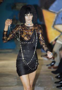 John Galliano Fall 1997 Ready-to-Wear Fashion Show - Georgina Grenville Galliano Dior, John Galliano, Vintage Fashion 1950s, Victorian Fashion, Vintage Dior, Vintage Hats, Runway Fashion, Fashion Show, Fashion Fashion