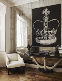 every mansion needs a crown painting ;)