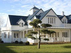 <p>Die verwinkelte Dachlandschaft des Landhauses besteht aus vielen Gauben.</p>
