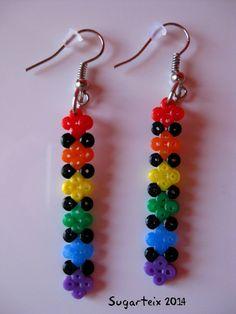 Pendientes colgantes arco iris mini. Modelo 4. Si te gustan puedes adquirirlos en nuestra tienda on-line: http://www.mistertrufa.net/sugarshop/ Ver más en: http://mistertrufa.net/librecreacion/groups/hama-beads/