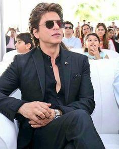 What a charismatic man wow😍😎😘😗😙😚. Shahid Kapoor, Shraddha Kapoor, Ranbir Kapoor, Priyanka Chopra, Shahrukh Khan And Kajol, Ranveer Singh, Salman Khan, Indian Men Fashion, Mens Fashion Suits