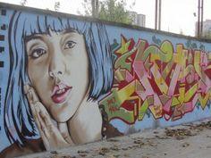 Bei meinem letzten Besuch in Barcelona überraschte mich auf dem Weg in das Hotel fantastische Graffitis. In den städtischen Randbezirken, etwas abseits der üblichen Touristenpfade finden sich genügend Mauern und leere Industriegebäude für Street-Art-Künstler. Gefunden habe ich die Bilder in