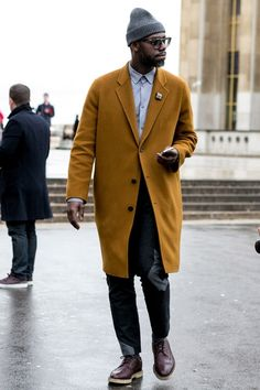 Paris Men's Fashion Week Street Style Fall 2014 – theFashionSpot Source by Fashion Casual, Men Casual, Men's Fashion, Street Fashion, Fashion Coat, Paris Fashion, Casual Wear, Fashion Outfits, Fashion Business