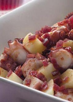 Polvo à Açoriana                                                                                                                                                                                 Mais Chef Recipes, Seafood Recipes, Cooking Recipes, Octopus Recipes, Good Food, Yummy Food, Portuguese Recipes, Portuguese Food, Food Tasting