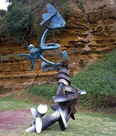 Living by Andrew Rogers, 1999. Silicon Bronze.