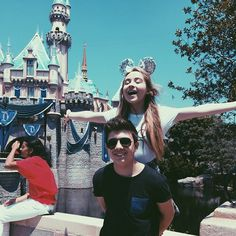 Image from http://images.m-magazine.com/uploads/posts/image/57557/sabrina-carpenter-and-bradley-steven-perry-at-disneyland.jpg.