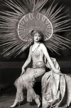 "Florenz Ziegfeld and His Broadway Girls: ""Ziegfeld Girls"" , http://webvox.co/florenz-ziegfeld-broadway-girls/"
