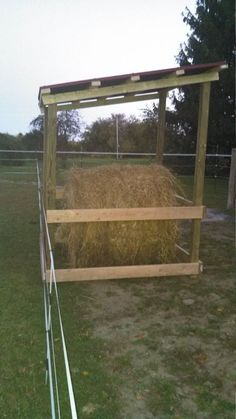 For those of you who feed round bale hay know, the hardest part is keeping the bale dry so it doesn't mold before the animals have time to finish eating it. Rain and warm air can destroy a … Diy Hay Feeder, Cow Feeder, Horse Feeder, Feeder Cattle, Paddock Trail, Horse Paddock, Horse Shed, Horse Stalls, Horse Horse