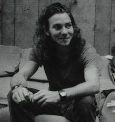 cutie little eddie Mookie Blaylock, Beautiful Men, Beautiful People, Pearl Jam Eddie Vedder, Temple Of The Dog, Nikki Sixx, Best Rock, Music Is Life, Cool Bands