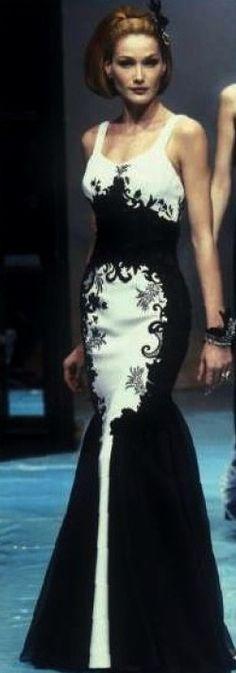 1996 - Gianfranco Ferré for Christian Dior Couture show - Carla Bruni