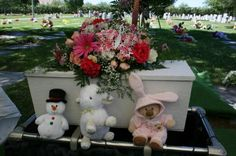 The perfect funeral for a baby - Follow the complete story of this woman's difficult pregnancy and eventual infant loss + a happy ending!