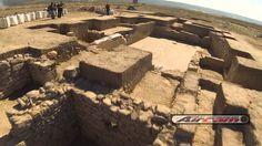 Publicado el 11/12/2013   Espectacular vista aérea del yacimiento arqueológico de Castulo en Linares (Jaén), con el Mosaico de los Amores y la puerta a la ciudad de Castulo donde recientemente a aparecido el ya famoso león.