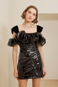 Sandra Mansour Fall 2019 Ready-to-Wear Fashion Show - Vogue Day Date Outfits, Paris Outfits, Dance Outfits, Fashion Outfits, Vogue Paris, Summer Holiday Outfits, Campaign Fashion, Latex Dress, Young Fashion
