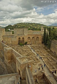 La Alhambra. Is one of the beautiful parts of this beautiful city. Part fortress, part palace, part garden, the Alhambra is located on a plateau that overlooks the city of Granada in southern Spain.