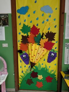 Fall Crafts, Halloween Crafts, Decor Crafts, Diy And Crafts, Crafts For Kids, Paper Crafts, Kindergarten Classroom Decor, Diy Classroom Decorations, School Door Decorations
