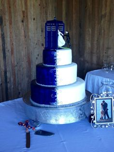 who * geek wedding cake _ geek wedding cake toppers _ geek wedding cake subtle _ geek wedding cake ideas _ geek wedding cake comic books _ geek wedding cake nerd _ geek wedding cake dr. who _ wedding cakes geek Pretty Cakes, Beautiful Cakes, Amazing Cakes, The Doctor, Wedding Cake Toppers, Wedding Cakes, Dr Who Cake, Doctor Who Cakes, Bolo Harry Potter