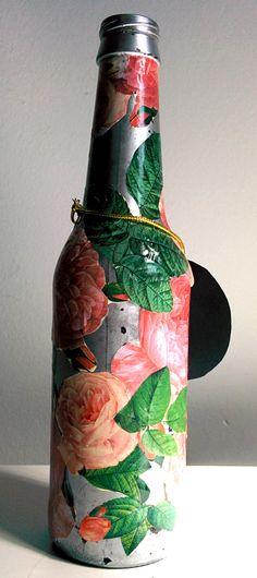 garrafa decorada, artesanato, decorated bottle, artwork, faça voce mesmo, arte, decoração, decoupage, flower, flor, rosa, natureza, colagem, https://www.facebook.com/candebooartehttps://instagram.com/candeboo/