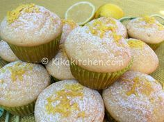 I muffin al limone bimby sono golosissimi dolcetti monoporzione a base di limone, ideali da servire a colazione o merenda. No Bake Desserts, Vegan Desserts, Delicious Desserts, My Favorite Food, Favorite Recipes, Vegan Gains, Orange Recipes, Mini Muffins, Vegan Cake