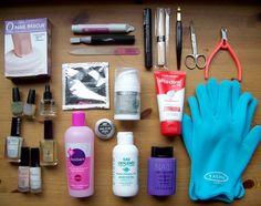 Les bons outils pour prendre soin de ses ongles : http://www.moncotefille.net/2010/10/les-bons-outils-pour-prendre-soin-de-ses-ongles-et-de-ses-mains/