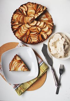 Healthy Gluten-free Apple Pie with nana-icecream. The recipe is in Finnish but there is translator widget on the left ;)