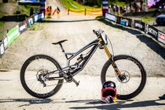 YT Tues Aaron Gwin Leogang WC DH '17 (1600×1067)
