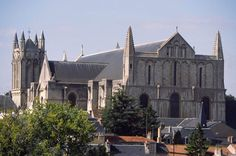 ARCHITECT, French Exterior view 1150-1200 Photo Cathedral of Saint-Pierre, Poitiers (Vienne)