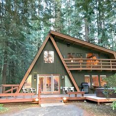 Ferienhaus in Glacier Tiny House Cabin, Tiny House Design, Cabin Homes, Wooden House Design, Small Log Cabin, Cabin House Plans, Design Patio, Roof Design, A Frame House Plans
