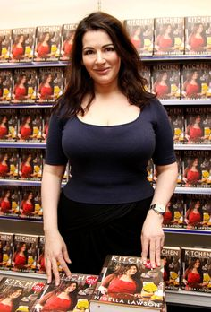 49 Hot Pictures Of Nigella Lawson Will Make You Lose Your Mind Curvy Women Fashion, Plus Size Fashion, Beautiful Celebrities, Gorgeous Women, Sexy Older Women, Sexy Women, White Women, Vrod Harley, Nigella Lawson