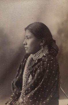 Na-izha, Chiricahua Apache, John Loco's wife, Arizona, 1886. ck
