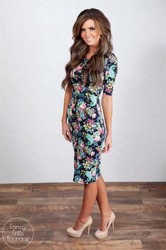 44 Beautiful Floral Midi Dresses That Inspire - Fashionetter Cute Fashion, Modest Fashion, Unique Fashion, Fashion Outfits, Fashion Design, Modest Dresses, Fall Dresses, Midi Dresses, Striped Midi Dress