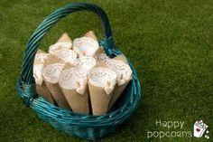 quedan genial los conos de arpillera en una cesta