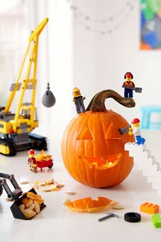 Creative Pumpkins that will Get Everyone Excited for Halloween - Trend Photography Lego 2019 Lego Halloween, Halloween House, Halloween Pumpkins, Halloween Crafts, Happy Halloween, Halloween Decorations, Halloween Ideas, Halloween 2018, Halloween Stuff