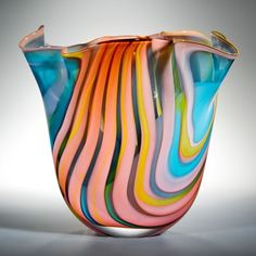 Vidrio de Peter Layton. Estoy muy contento de anunciar mi nueva Hockney inspirada en serie - una colección de arte de cristal, interpretando el uso llamativo de Hockney de la luz, el color y la forma.