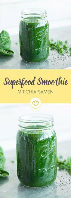 Spinat, Grünkohl, Gurke und Apfel pürieren. Mit Limettensaft und Chia-Samen verfeinern. Und dann - trinken. Ein Superfood-Smoothie der Extraklasse!