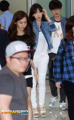 Taeyeon (SNSD) căng thẳng trong lần đầu xuất hiện sau scandal hẹn hò 2