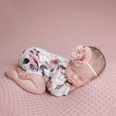 Learn newborn tips at the page - Looking for small and lovable baby outfits is among the most enjoyable moments in preparation for giving birth to your baby. So check these suggestions what to search for when choosing clothes for the baby. Baby Pictures, Baby Photos, Breastmilk Storage Bags, Baby Kicking, Newborn Outfits, Baby Outfits, Cute Baby Clothes, Baby Girl Newborn, Baby Sleep