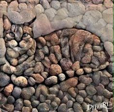 Stone art ( this artist obviously WASN'T STONED when created this artwork with feeling ( well with more feline with feeling technically ) 😽 Art Rupestre, Art Pierre, Pebble Art, Pebble Mosaic, Stone Mosaic, Rock Mosaic, Mosaic Rocks, Stone Art, Mosaic Art