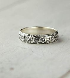Sterling Silver Flower Band Ring, this looks like my grandmothers wedding band! Jewelry Box, Jewelry Rings, Silver Jewelry, Jewelry Accessories, Fashion Accessories, Fashion Jewelry, Jewlery, Owl Jewelry, Silver Ring