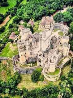 Château de Bonaguil 🇫🇷 Castle Ruins, Medieval Castle, Places To Travel, Travel Destinations, Places To Visit, Places Around The World, Around The Worlds, Creepy Old Houses, Germany Castles