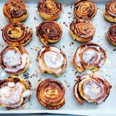 Goddelijke kaneelbroodjes (cinnamon buns) (Made by Ellen) Dutch Recipes, Baking Recipes, Sweet Recipes, Cake Recipes, Bread Recipes, Pie Cake, No Bake Cake, No Bake Desserts, Just Desserts