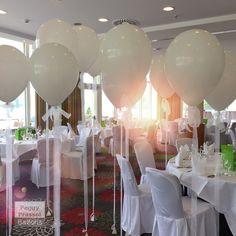 Heliumballons zur Hochzeit . Große Gasballons als Raumdekoration . Peggy Prassol Ballondeco