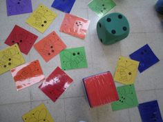 Spel: rollen met stippendobbelsteen en kleurendobbelsteen. Kleuters moeten juiste lieveheersbeestje zoeken.