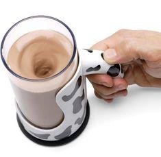 Caneca que mistura a bebida, basta apertar o botão.