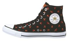 In honour of the 25th anniversary of Super Mario Bros, Converse is releasing some Mario-themed goods.Even the star on the All-Star logo gets a Mario makeover. Unfortunately, these kicks have only been announced for Japan, so it may be difficult for you to look this cool.