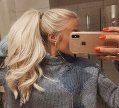 Buttery Blonde Hair Hair 9 Best Fall Hair Trends That Will Inspire Your Next Look Blonde Hair Looks, Ash Blonde Hair, Platinum Blonde Hair, Fall Blonde, Brassy Blonde, Bleach Blonde Hair, Ombre Hair, Buttery Blonde, Frontal Hairstyles