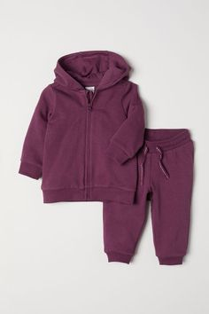 Set with a soft hooded sweatshirt jacket and joggers. Jacket with lined hood zip at front and ribbing at cuffs and hem. Joggers with elasticized drawstring waistband and ribbed hems. Baby Outfits Newborn, Baby Boy Outfits, Kids Outfits, Cool Baby Clothes, How To Wear Scarves, Baby Boy Fashion, Baby Wearing, Hooded Sweatshirts, Hooded Jacket