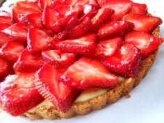 At Bomboloni I made fresh ricotta this morning. It tasted so good, I made this strawberry tart using the fresh ricotta, a little honey and sugar as the filling. Just Desserts, Delicious Desserts, Yummy Food, Quiches, Pie Dessert, Dessert Recipes, Strawberry Recipes, Strawberry Tart, Sweet Tarts
